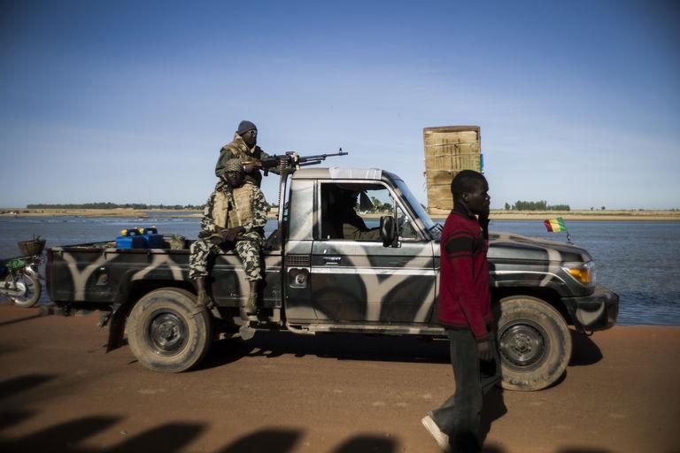 Au Mali, cinq soldats portés disparus après une attaque