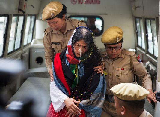 Inde : une militante des droits de l'homme met fin à seize ans de grève de la faim