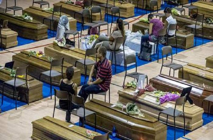 Journée de deuil national en Italie et premières funérailles