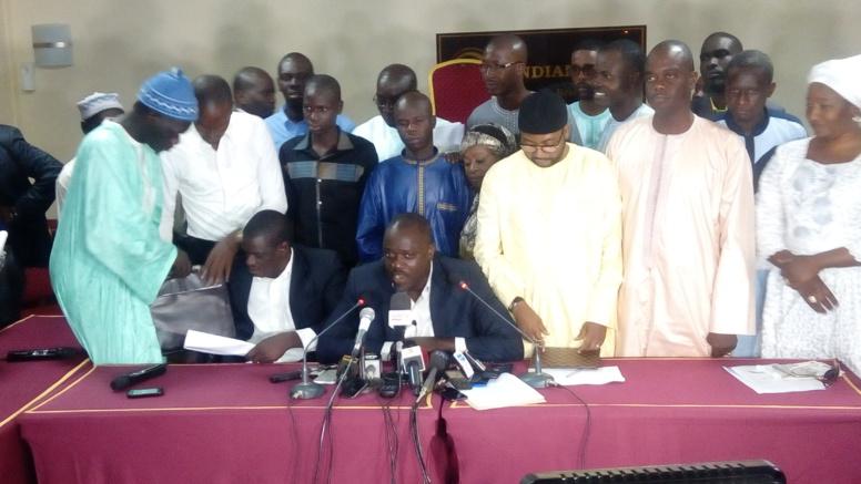 Le porte-parole du jour du Front et les autres plénipotentiaires des partis et mouvements membres de l'opposition