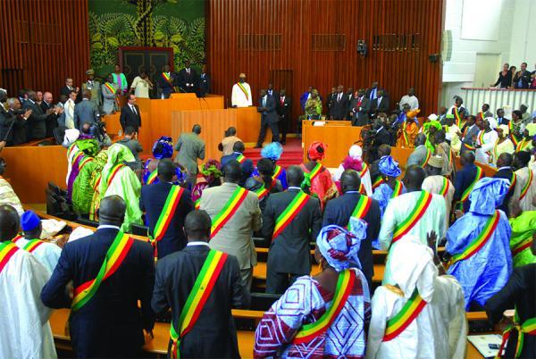 Renouvellement du bureau de l'Assemblée nationale: Barthélémy Dias, Imam Mbaye Niang, et Mansour Sy Djamil sur chaises éjectables