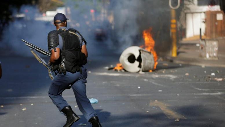 Colère des étudiants sud-africains: violents heurts à Johannesburg