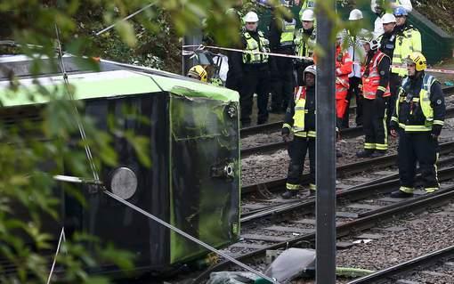 Un tram déraille au sud de Londres: 5 morts, plus de 50 blessés