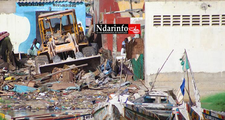 Direct Guet-Ndar : le Caterpillar en panne à côté de la mosquée - Les affrontements se poursuivent