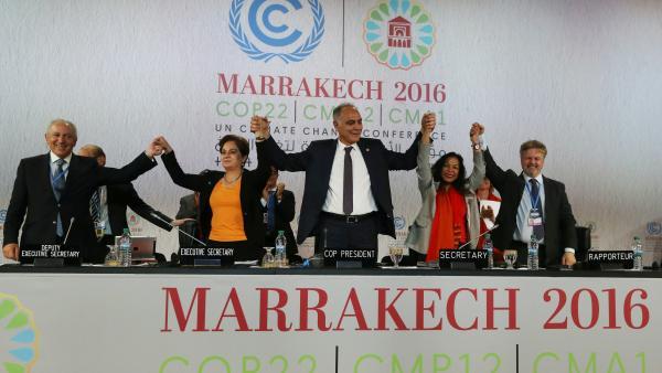 Climat: la COP 22 s'achève sur un bilan en demi-teinte
