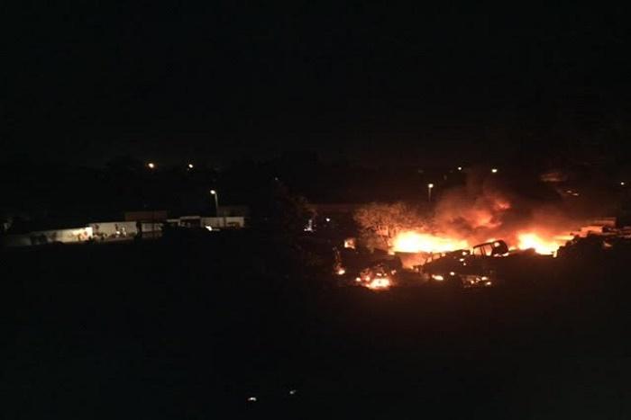 Violent incendie à Ouakam : une douzaine de bus calcinés, beaucoup de dégâts matériels