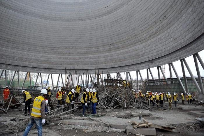 Au moins 67 morts dans la chute d'une plateforme de chantier en Chine