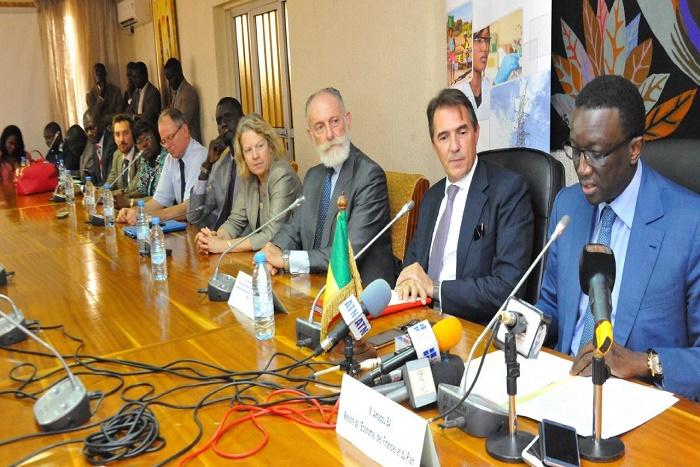 La BEI dégage une enveloppe de 49 milliards de CFA pour le Programme d'urgence d'électrification de l'Etat