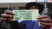Zimbabwé: la nouvelle monnaie accueillie avec défiance