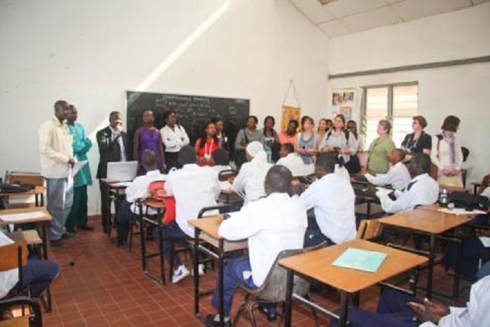 Gambie : les enseignants invitent à la désobéissance civile
