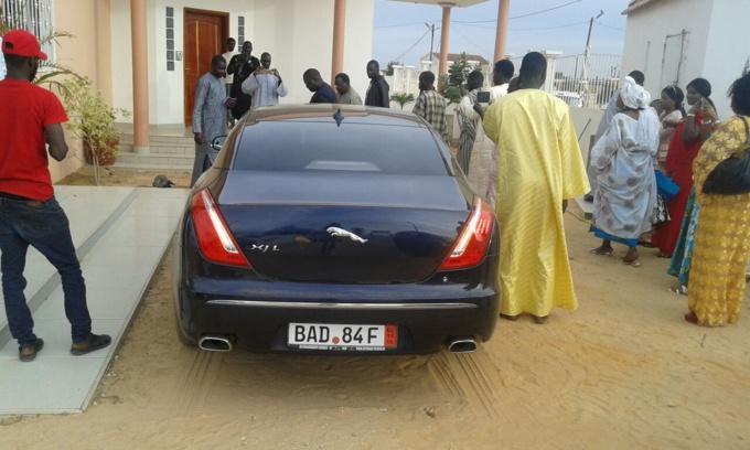 """Les images de la nouvelle voiture de Cheikh Béthio Thioune : Une Jaguar XJL offerte par ses """"Thiantacones"""""""