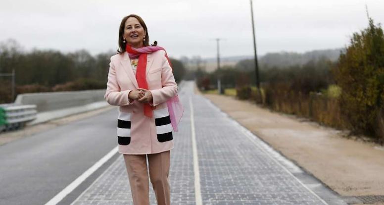 Ségolène Royal inaugure la première route solaire au monde
