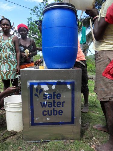 La fontaine qui rend l'eau potable : en Afrique, Asie et Amérique, ils l'ont testée