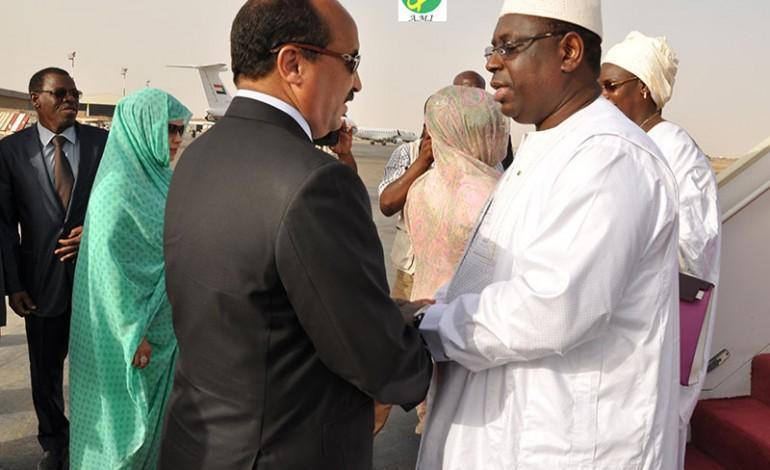 Direct crise Gambienne: Le président Ould Abdel Aziz a quitté Dakar, Macky en pourparlers avec Barrow