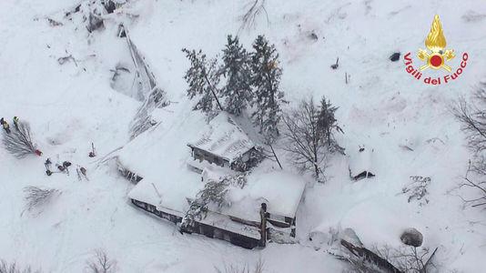 Trois nouveaux survivants extraits de l'hôtel enseveli — Avalanche en Italie