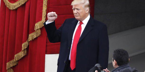 """Donald Trump au siège de la CIA: """"Je suis avec vous à 1000%"""""""