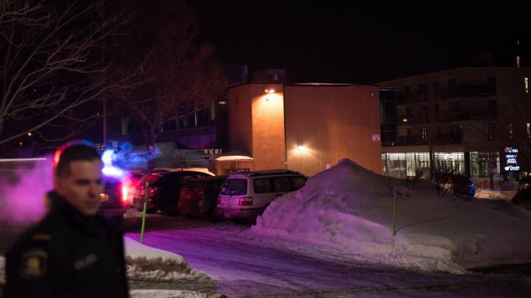 Deux tireurs font 6 morts dans une mosquée à Québec, le Premier ministre de la province évoque un «attentat terroriste»