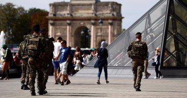 Paris: Un militaire ouvre le feu sur un homme qui tentait de l'agresser près du Louvre (sources policières)