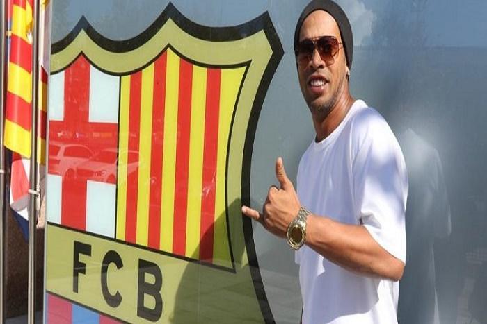 Barça : Ronaldinho est de retour à Barcelone (Officiel)