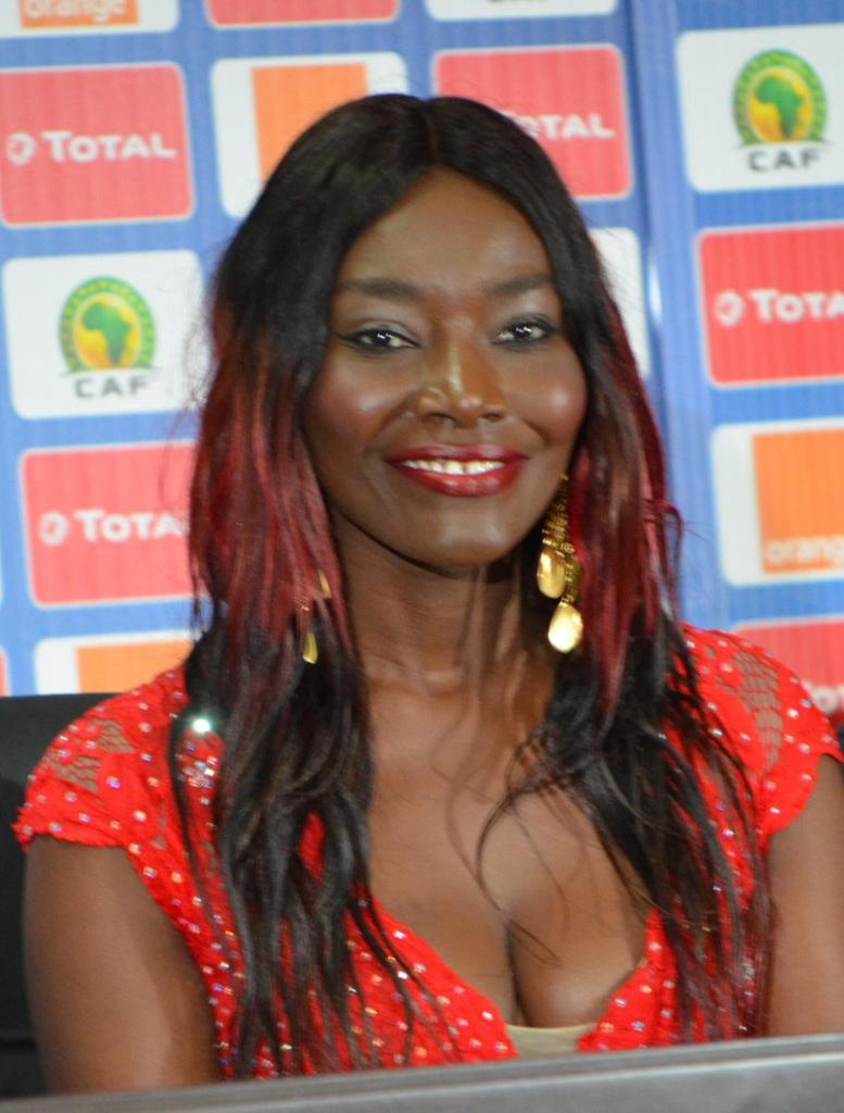 Finale de la CAN 2017 : Coumba Gawlo chante pour sensibiliser sur le cancer