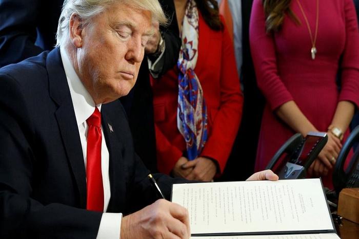 Décret sur les visas aux Etats-Unis: Donald Trump dit son mépris pour la cour