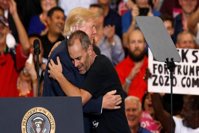 En Floride, Donald Trump galvanise ses partisans après une semaine agitée
