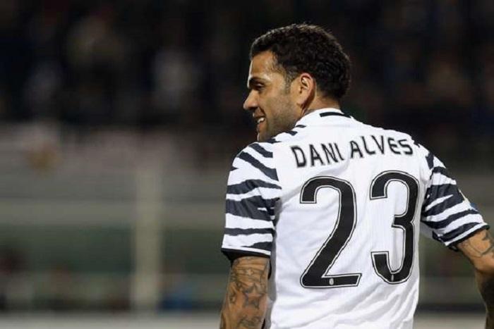 Juventus Daniel Alves dézingue les dirigeants du Barça