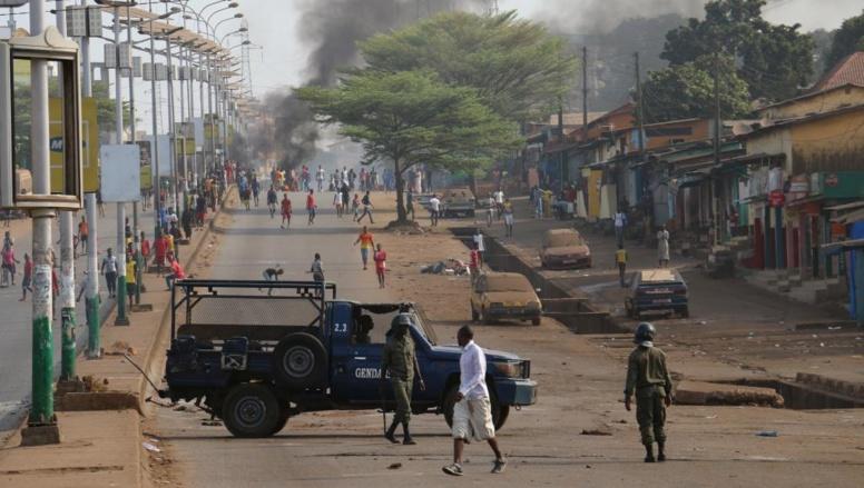 Guinée: heurts entre police et manifestants dans la banlieue de Conakry
