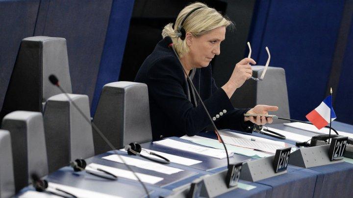 France: perquisition au siège du FN dans l'enquête sur l'affaire des assistants au Parlement européen