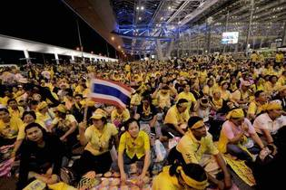 Thaïlande : l'aéroport de Bangkok ferme, investi par des manifestants anti-gouvernementaux