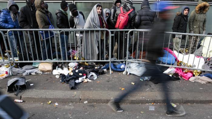 """ Accueil des réfugiés en France : Amnesty International critique un """"décalage malheureux entre le discours et les actes"""""""