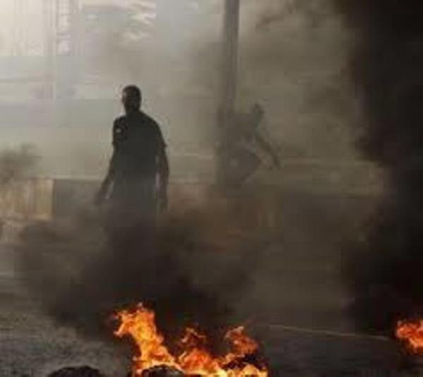 Convocation de Khalifa Sall: des jeunes brûlent des pneus sur l'autoroute