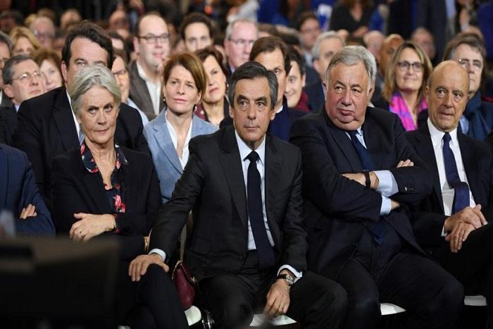 France: l'imbroglio continue à droite entre François Fillon et Alain Juppé