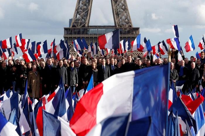 Candidature Fillon: les sarkozystes se veulent «lucides et responsables»