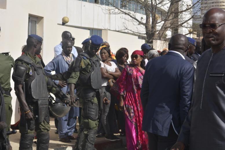En direct du Palais de Justice : Arrivée de Khalifa Sall en images