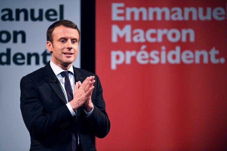 Sondage: Macron devant Le Pen pour la première fois au 1er tour