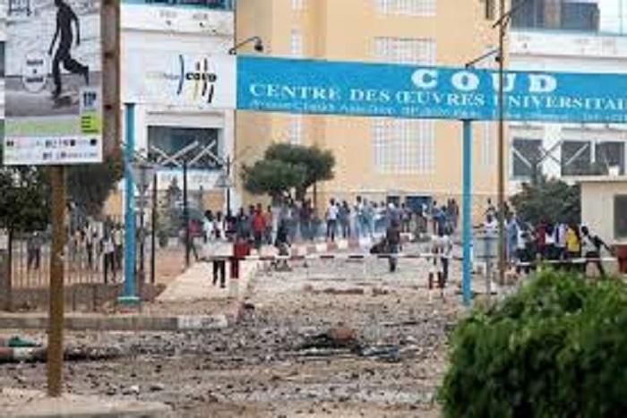Urgent : Intifada sur la corniche Ouest - Jets de pierres des étudiants contre grenades lacrymogènes de la Police