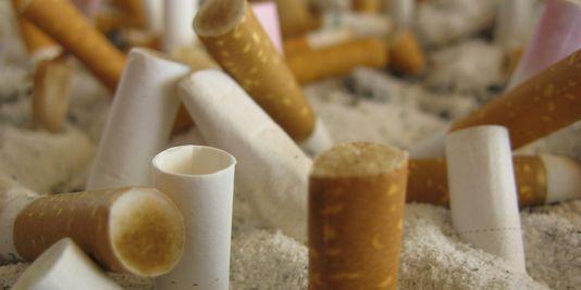 Le gouvernement augmente les taxes sur les cigarettes les moins chères