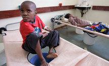 un enfant atteint de choléra, à la clinique Budidrio de Harare.L'épidémie aurait déjà fait au moins 565 victimes.