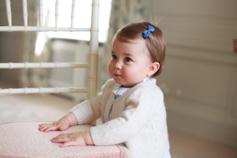 """Kate Middleton raconte que c'est Charlotte qui """"commande"""" à la maison"""