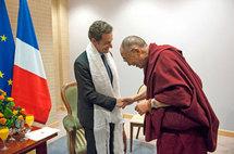 Le président Nicolas Sarkozy recevant le Dalaï lama (photo Rfi)
