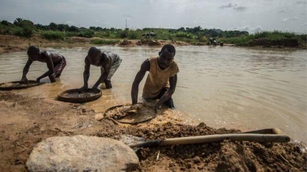 Découverte d'un diamant de plus de 700 carats — Sierra Leone