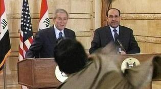 Qui est l'homme qui a lancé ses chaussures sur Bush?