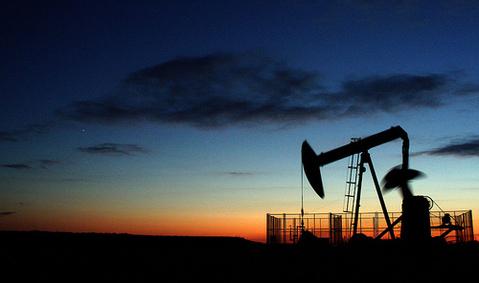 Le pétrole en hausse, l'Opep devrait réduire sa production de 2 millions de barils par jour