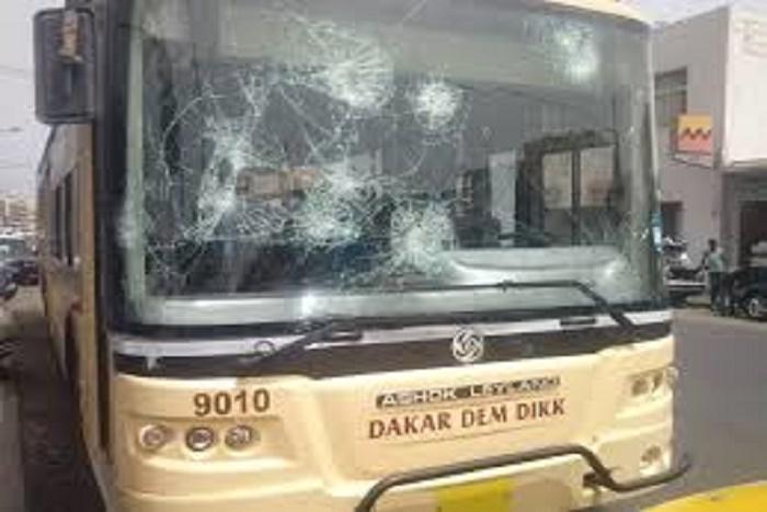 Saccage de bus : Dakar Dem Dikk va porter plainte contre les casseurs