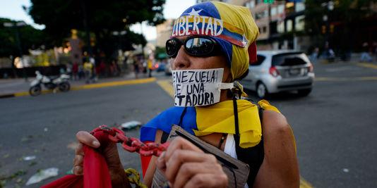 Venezuela : face aux accusations de «coup d'Etat», la Cour suprême renonce à s'attribuer les pouvoirs du Parlement