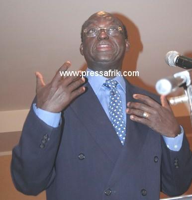 Moustapha Niasse s'expliquant sur le régime libérale lors de la conférence