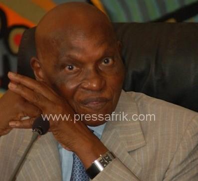 Le président de la République, Abdoulaye Wade l'air médusé