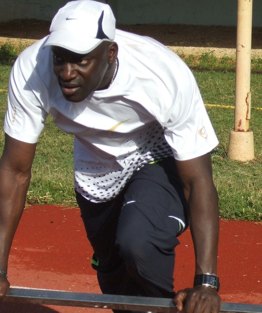 L'athlète français, Ladj Doucouré en piste au stade Léopold Sédar Senghor
