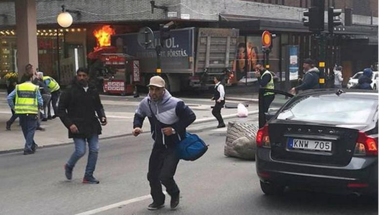 URGENT Un camion fonce dans une foule de piétons à Stockholm